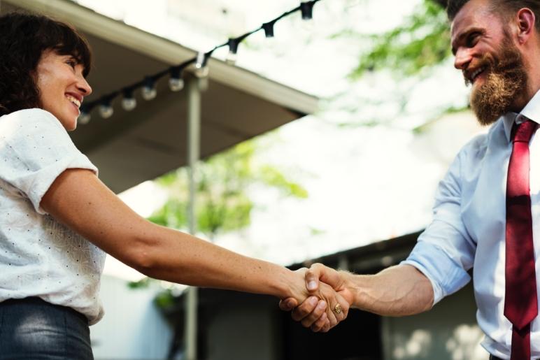 cómo generar relaciones duraderas entre clientes y empresa